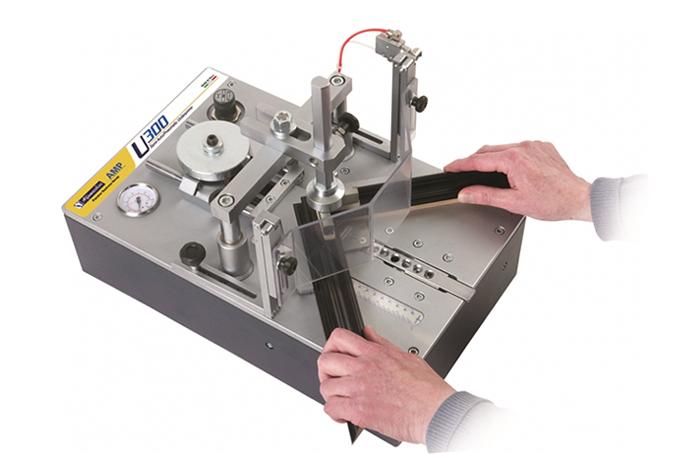 Машина за сглобяване на рамки - U300 Машини и инструменти